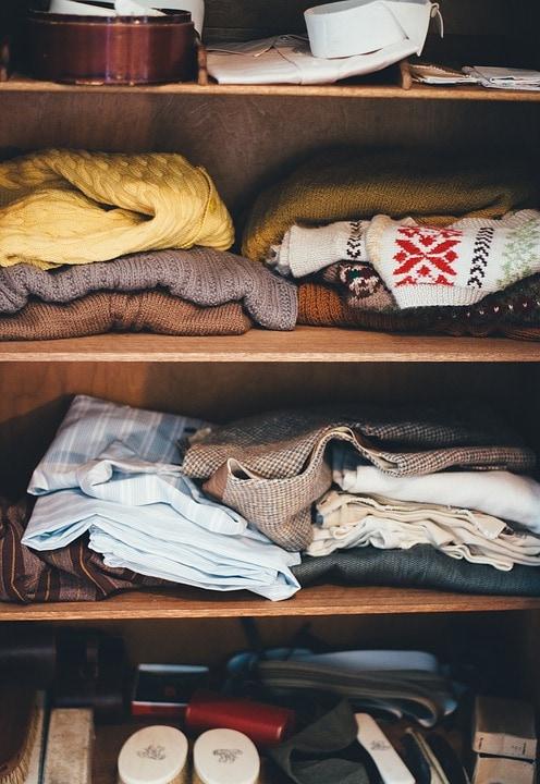Garderobe med tøj